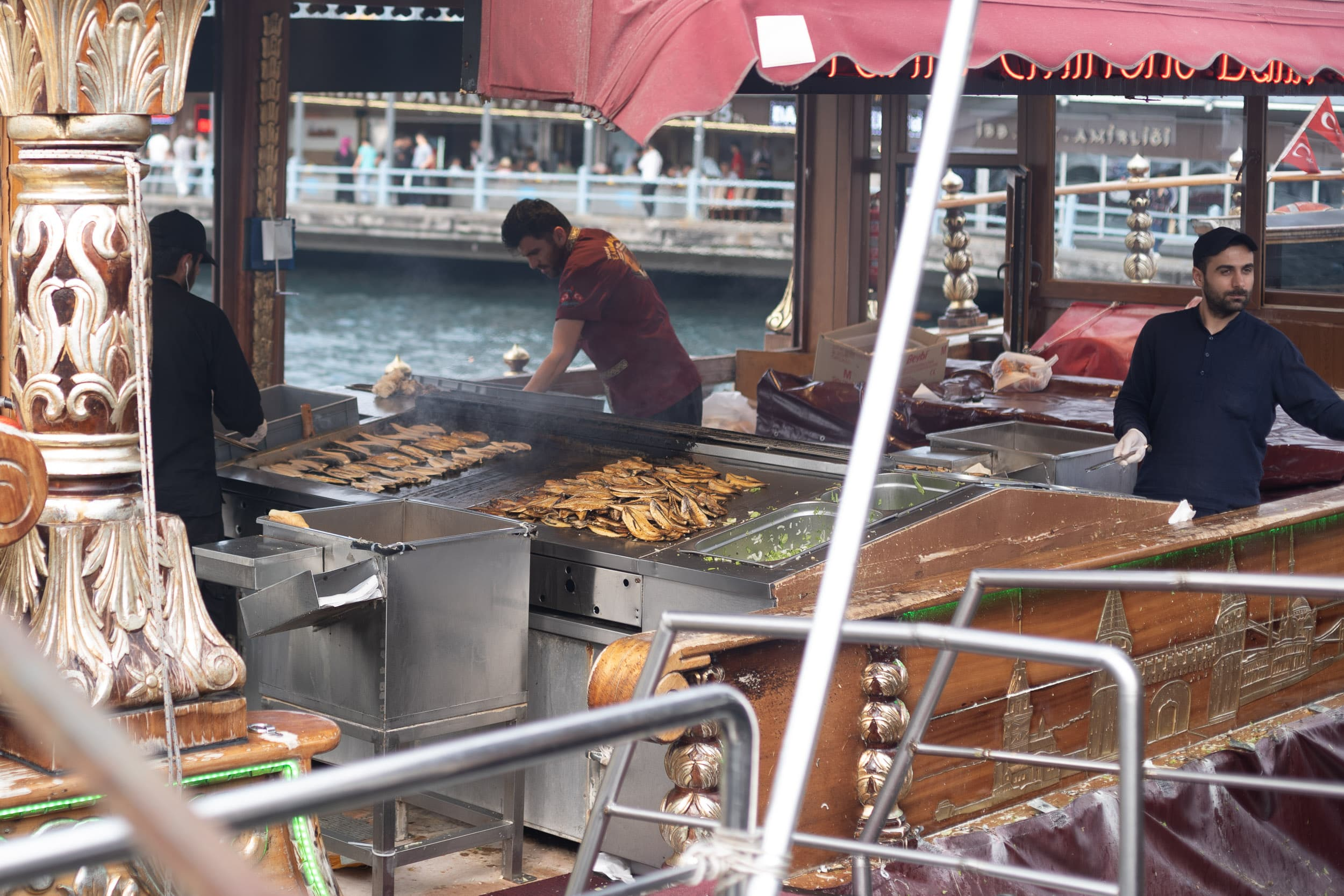 famous fish sandwiches of Istanbul