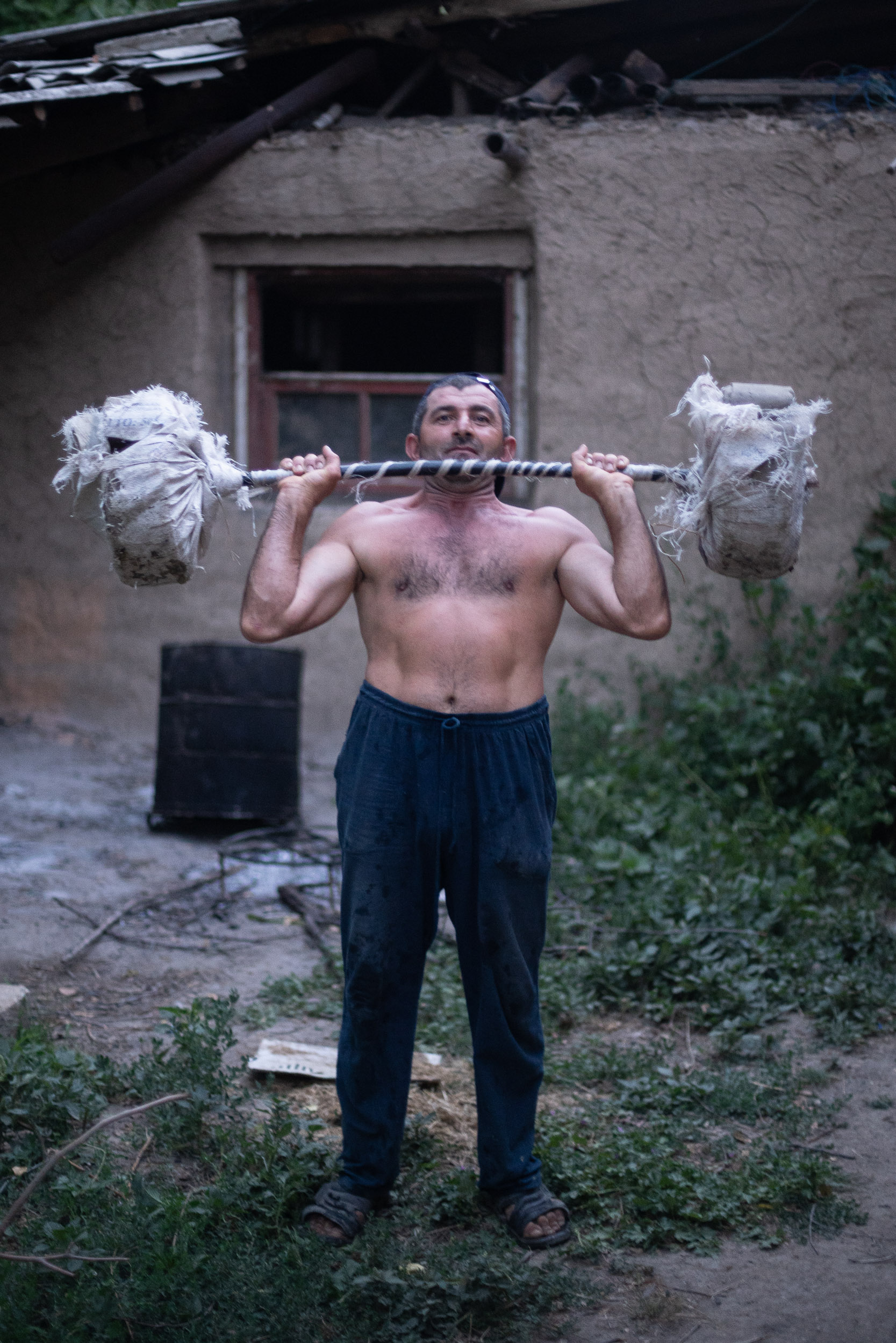 Azerbajiani man training