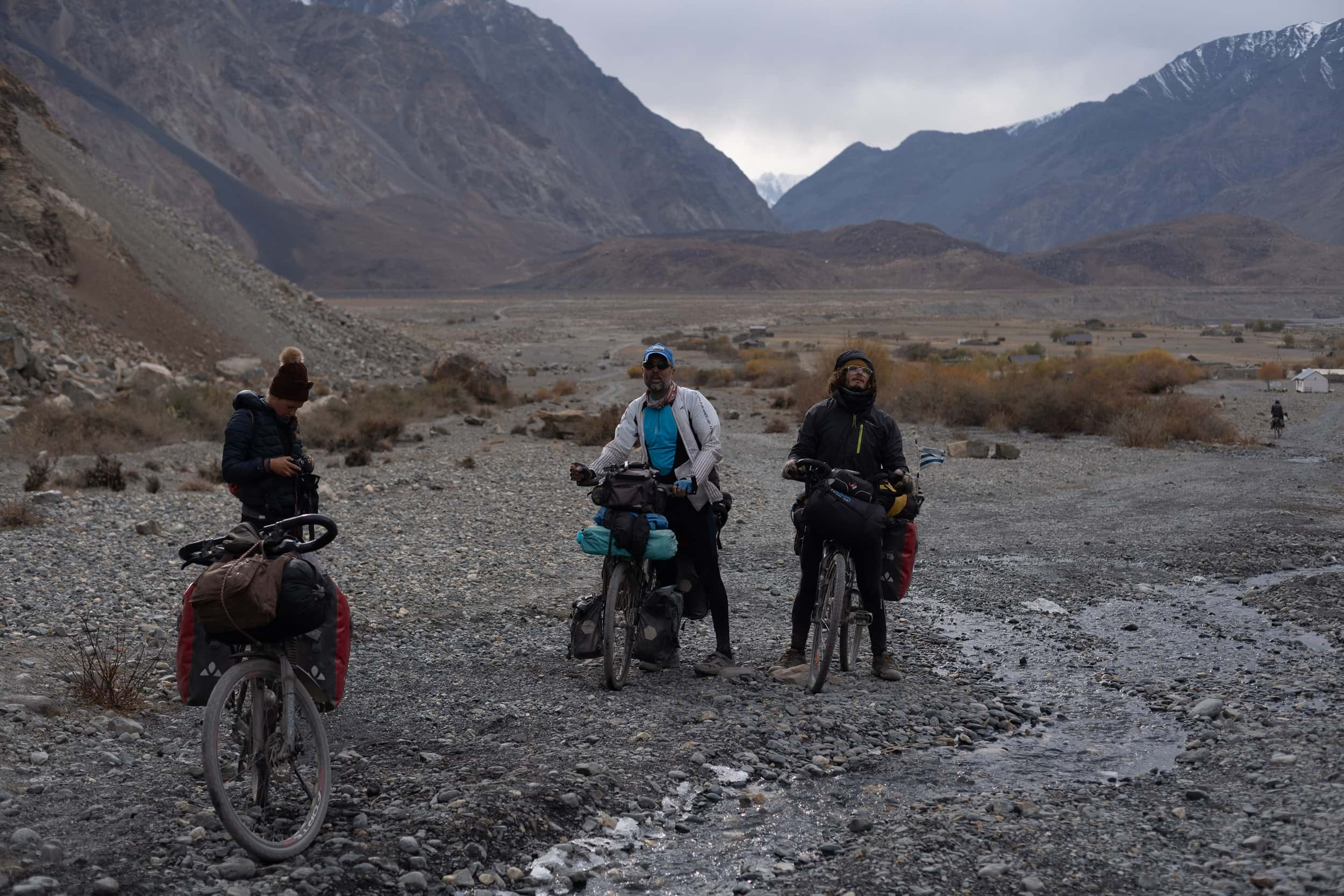 The Bartang Valley cycling crew