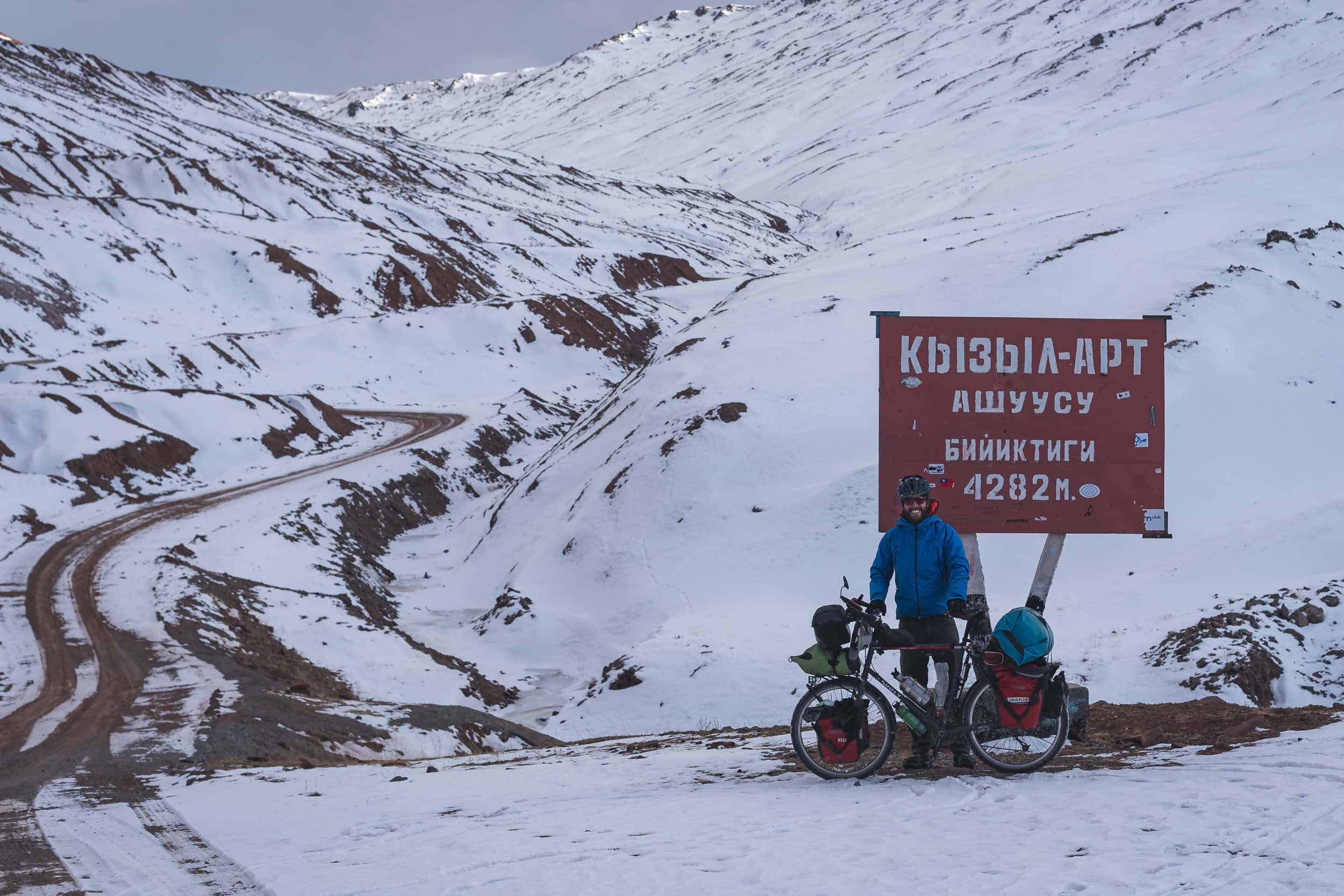 cycle touring the Kyzil art Pass Kyrgizstan